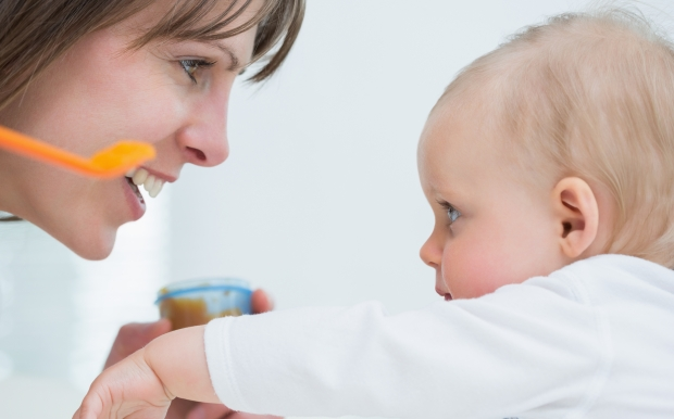 4 Signs Your Baby Is Ready for Solid Foods | The Science of Mom